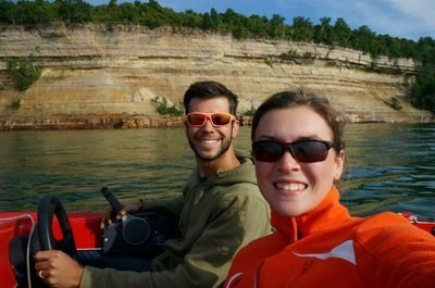 boating along pictured rocks