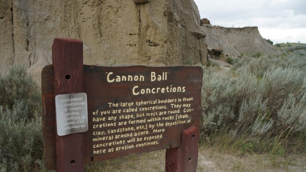Cannonball concretions sign theodore roosevelt national park