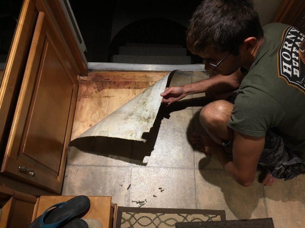 remove rv lineoleum flooring