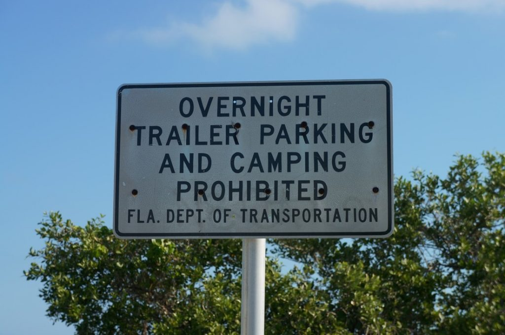 overnight trailer parking and camping prohibited in florida sign