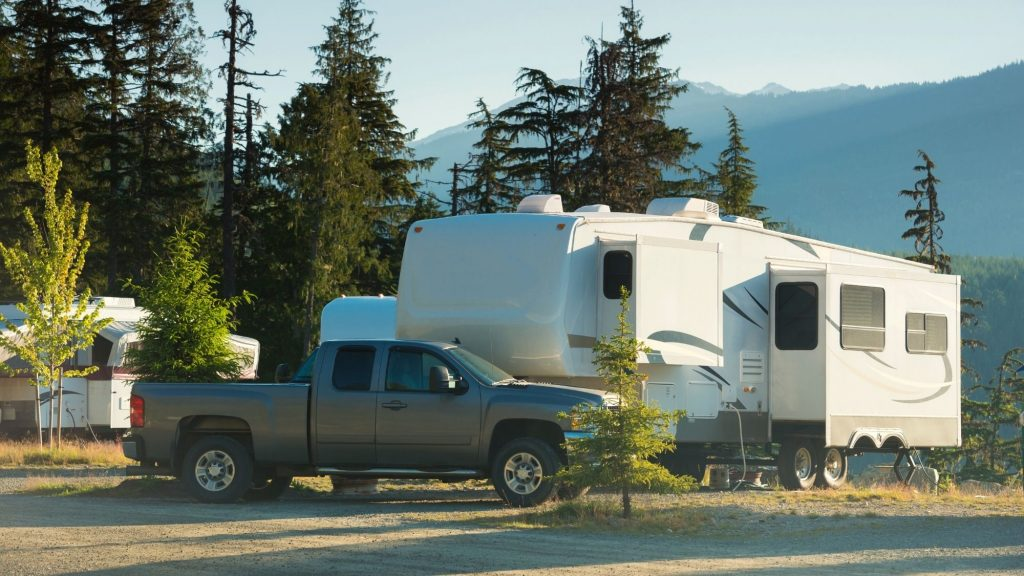 fifth wheel rv camping in mountains