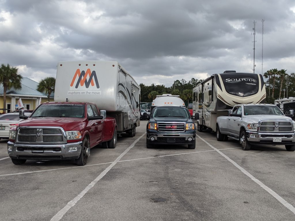 fifth wheel vs travel trailer