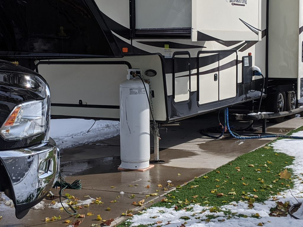rv with slides out over storage bays