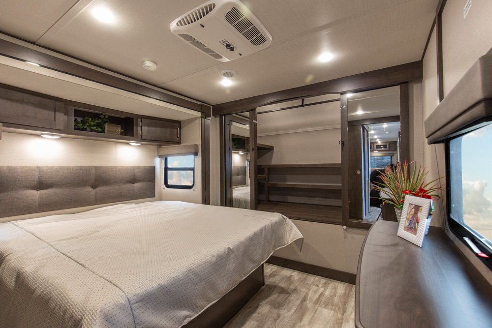 travel trailer with king bed optional