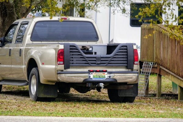 5th wheel louvered tailgate