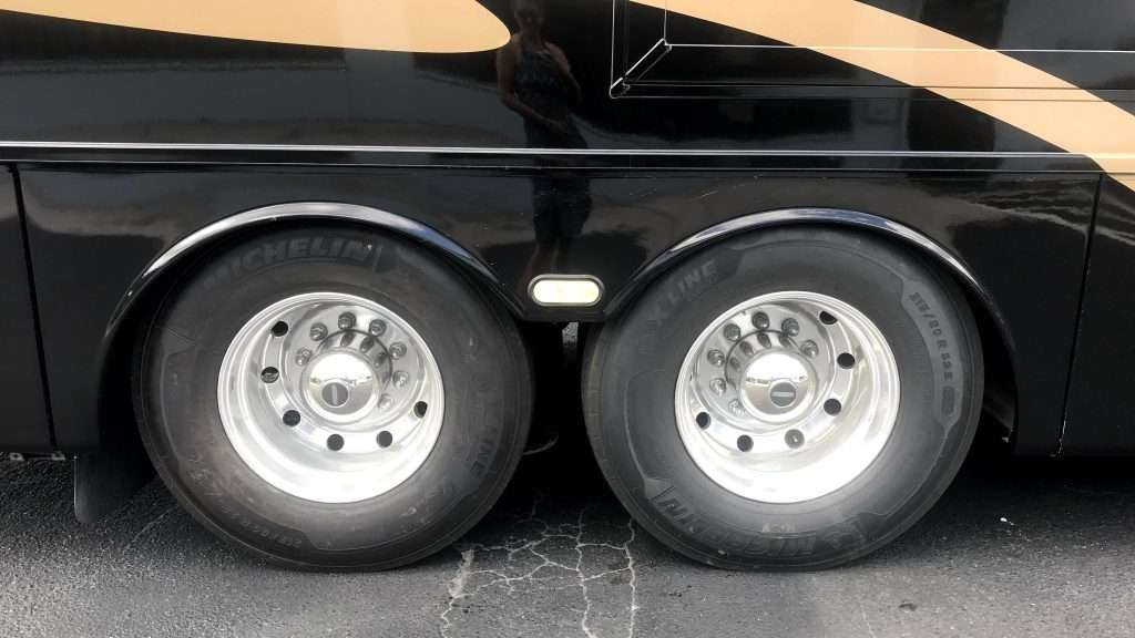 Plain RV tire with not Rettroband protection.