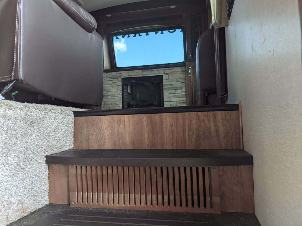 Front Living Room 5th Wheel Stairs