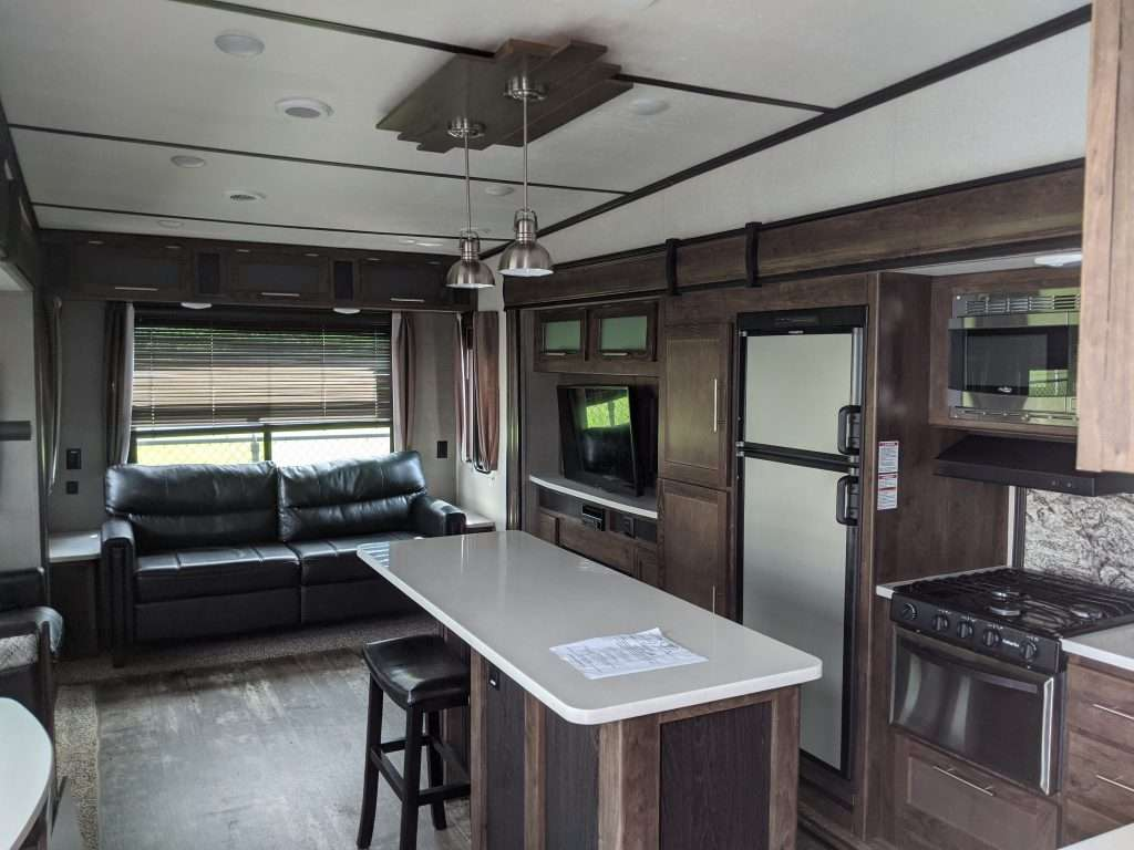 Rear Living Room Fifth Wheel