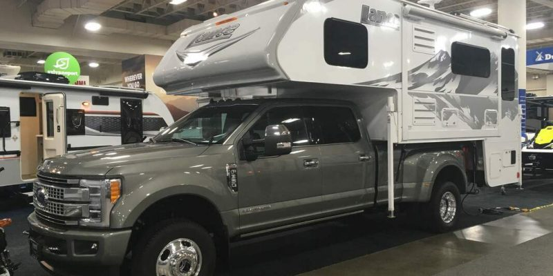 Lance 1172 on Ford F350 Truck